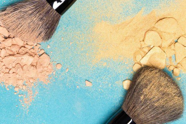 چگونگی پاک کردن لکه لوازم آرایشی از روی فرش