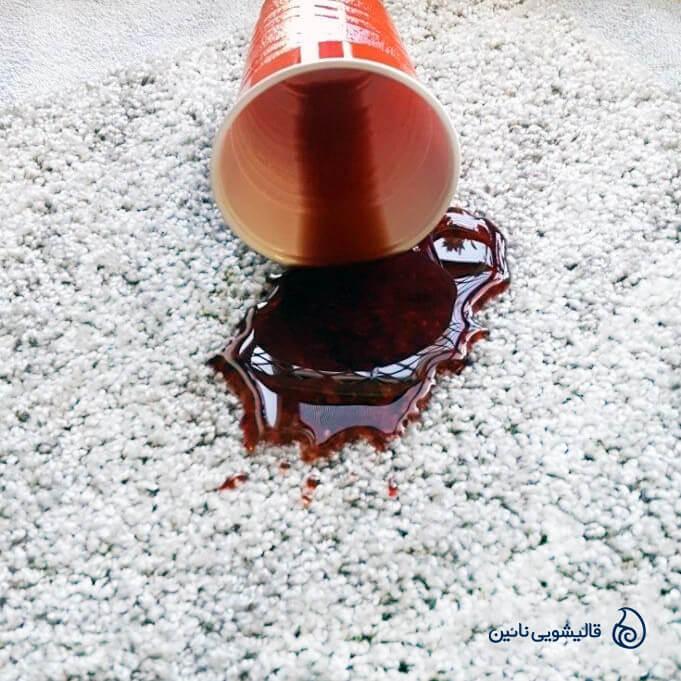 روش پاک کردن لکه آبمیوه از روی فرش